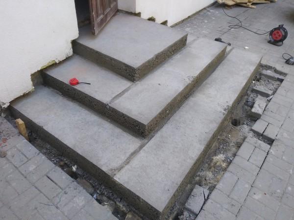 lane-nowe-lastryko-na-schodach